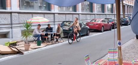 """Park(ing) Day: """"Kies voor autodelen en vervang parkeerplaatsen door groen en fietsparkings"""""""