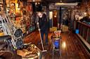Jac van Dongen van café De Klomp in Etten-Leur is er maar druk mee om zijn kroeg weer spic en span te krijgen na carnaval.