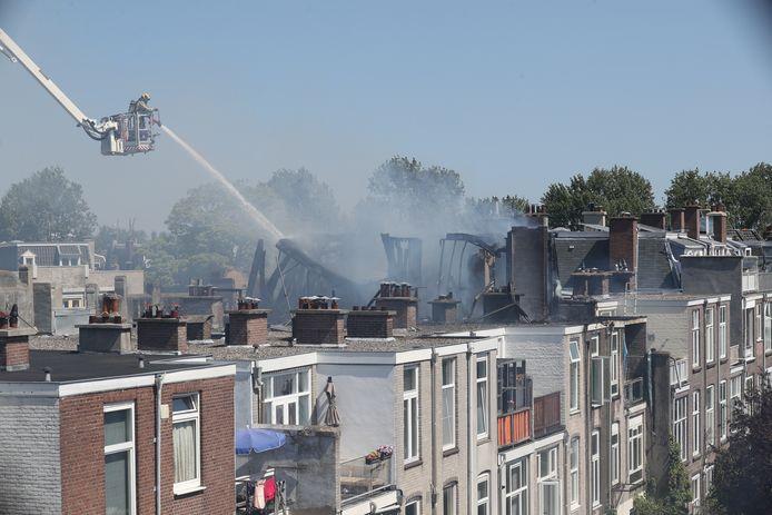 Uiteindelijk wist de brandweer de brand vanaf de hoogwerker onder controle te krijgen. Zodoende kon aan het eind van de middag het sein brandmeester worden gegeven.