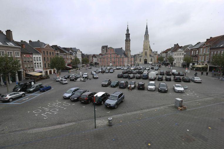 De Grote Markt in Sint-Truiden: mooi maar er zijn er vier die nog groter zijn.