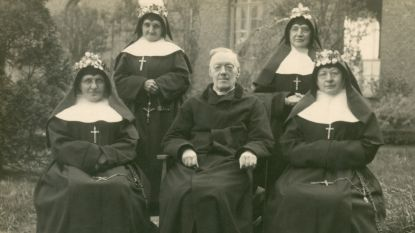 Duik in de tijd: Mudel giet verhaal van Zusters Maricolen in boek en tentoonstelling