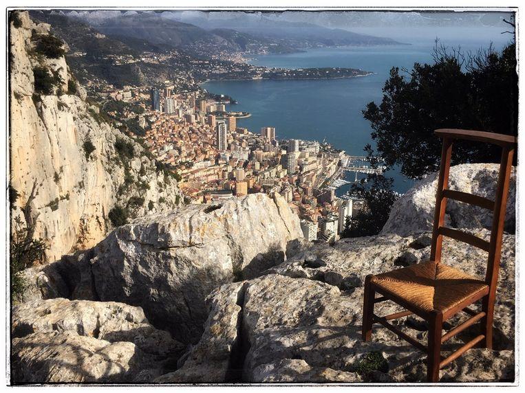 De stoel uit Monaco, bezorgd door een medewerker van het bedrijf  Turbo's Hoet uit Hooglede