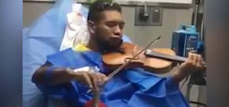 Venezolaanse vioolactivist speelt ondanks verwondingen gewoon door