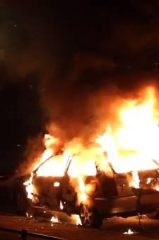 Twee voertuigen in vlammen op in Dreven en Gaarden