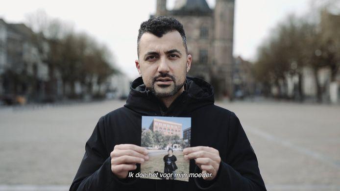 Een videostill uit de videocampagne van de gemeente Deventer, #VoorWieDoeJijHet?