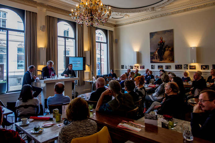 Een debat tussen dichters Cees van Raak en Thomas Waterreus in het cultureel Café