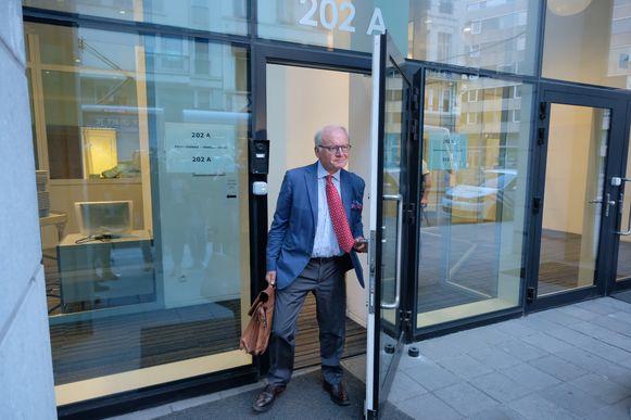 Daniël Spreutels, de advocaat van Herman Van Holsbeeck, verlaat het gebouw van de gerechtelijke politie.