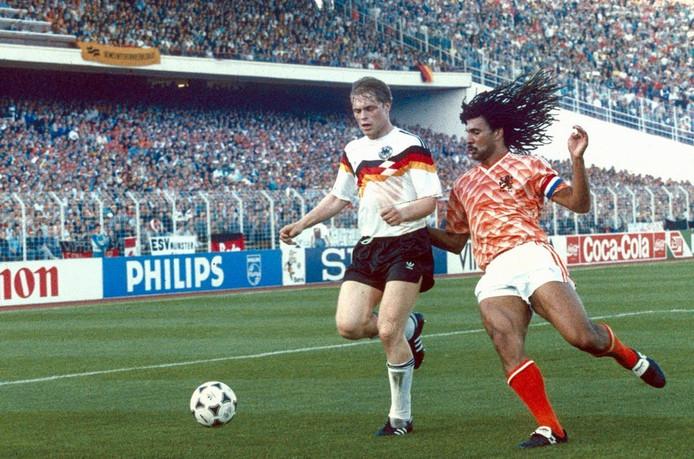 Ruud Gullit in actie tijdens het EK in 1988 tegen Duitsland in Hamburg. © ANP