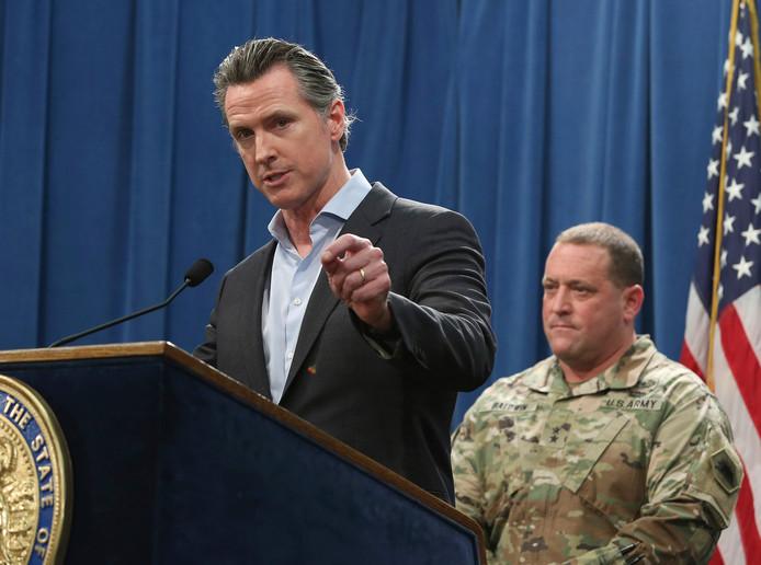 Gavin Newsom, gouverneur van Californië, deelde maandag tijdens een persconferentie mee dat hij het grootste deel van de soldaten langs de grens tussen Californië en Mexico terugtrekt.