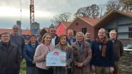 """Roparun-vrijwilliger overhandigt cheque van 7.500 euro aan CODA: """"Hopelijk kunnen we investeren in onze stiltetuin of koppelbedden"""""""