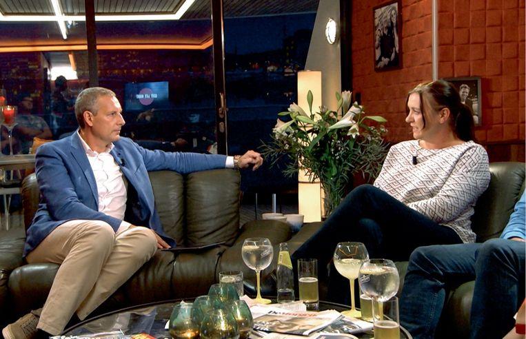 Shania: 'In de media kwam Saskia altijd in beeld om over 'haar' project en 'haar' meisjes te praten. Zo vestigde ze haar reputatie.' (Foto: Saskia Van Nieuwenhove in 'Gert Late Night'.) Beeld VIER