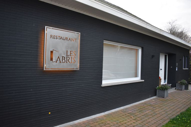 Restaurant Les Abris ligt een beetje verscholen langs de Steenweg op Aalst in Oombergen.
