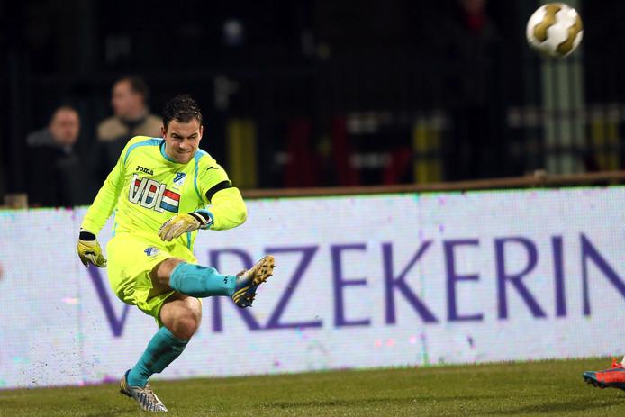 Maik van den Kieboom in het shirt van Eindhoven. Van 2009 tot 2014 maakte hij deel uit van de opleiding Willem II/RKC en van RKC. Via Kozakken Boys kwam hij bij Achilles Veen terecht.