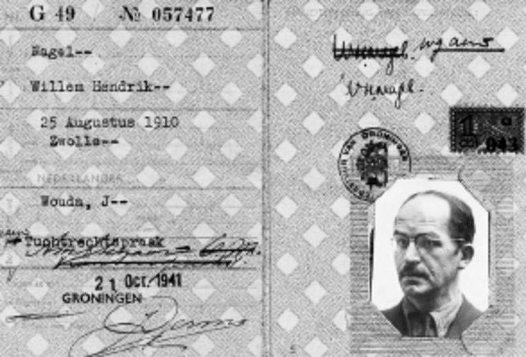 Eén van de persoonsbewijzen die Willem Nagel in zijn bezit had. (FOTO UIT BESPROKEN BOEK ) Beeld