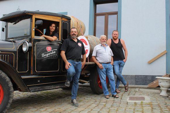 De oldtimer bracht zo 500 liter jonge Lambiek uit brouwerij Sako tot bij café De Bascule.