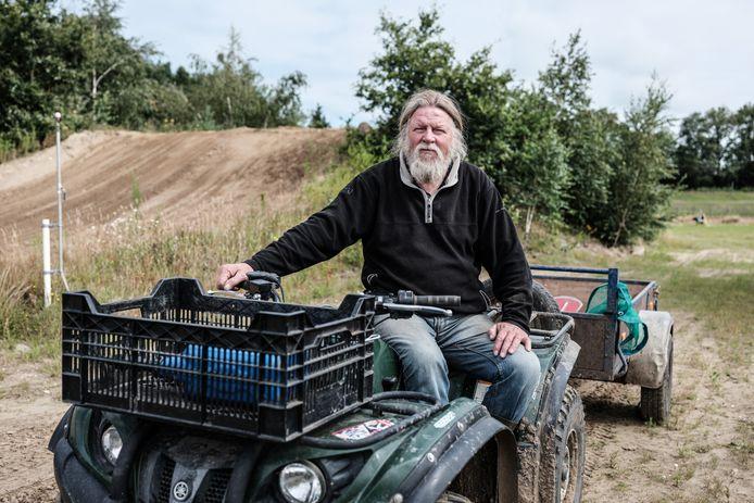 """Mart Kolkman onderhoudt de baan van crossclub MACL in Lichtenvoorde. Wat hij ervan vindt dat de Zwarte Cross niet doorgaat? ,,Een jaartje rust is niet verkeerd, dan kunnen we een keer rustig ons werk blijven doen."""""""
