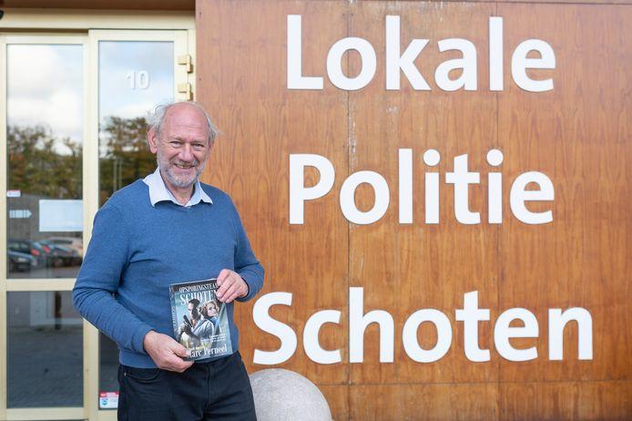 Misdaadauteur en gepensioneerd psychotherapeut Marc Perneel (67) heeft zijn politiethriller 'Opsporingsteam Schoten', bestaande uit vier verhalen, uitgebracht.
