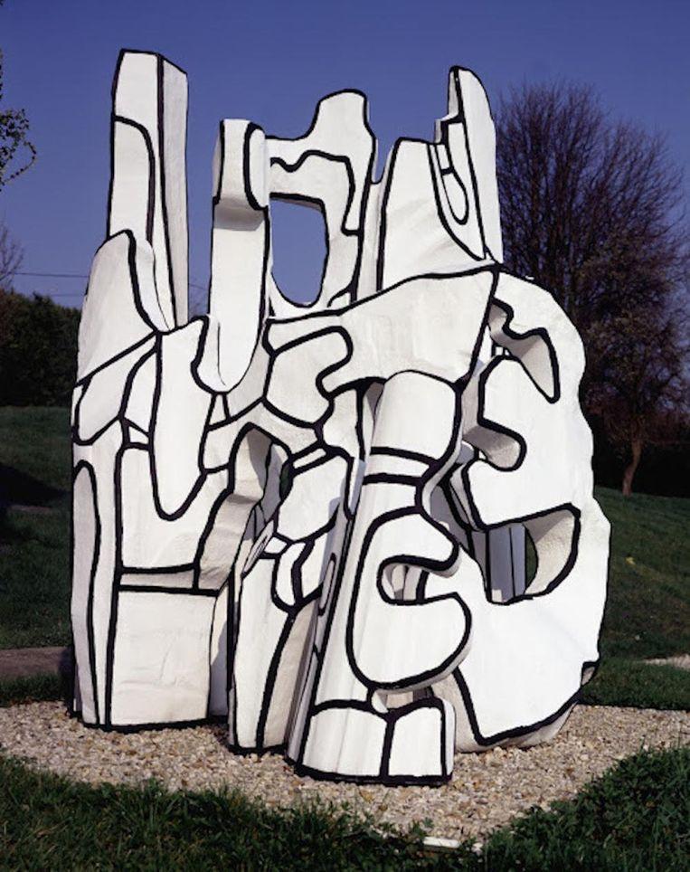 Een van de twaalf sculpturen, die nu in de tuin te zien zijn Beeld Fondation Dubuffet