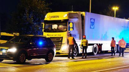 Twee vluchtelingen uit koelwagen gehaald in Diksmuide nadat ze op snelwegparking Mannekensvere aan boord klommen