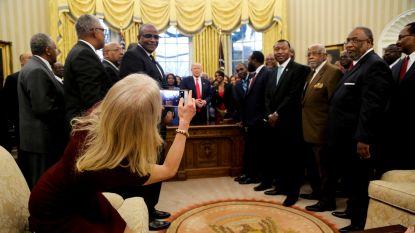 Met hoge hakken in sofa: Kellyanne Conway voelt zich al goed thuis in Witte Huis