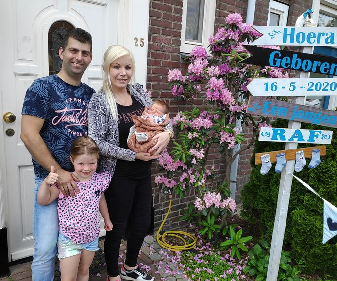 Het gezin De Proost uit Valkenswaard. Vader Bart, dochter Merel (6) én baby Raf zijn jarig op 16 mei.