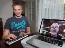 Leraar Jan helpt blinde Jesse om wiskunde 'te zien'