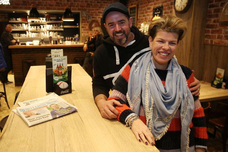 Prinsenspaar Prins Jurgen Christiaens en Prinses Vanessa 'Sasa' Harnie in hun café Op 't Kassaa.