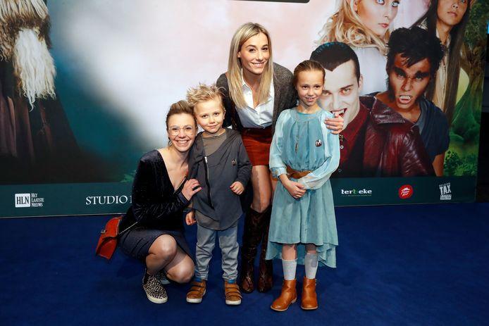 Ianthe Tavernier met zus Saartje en haar twee kinderen.