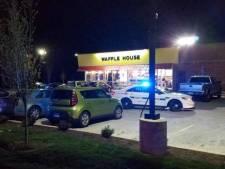 Naakte schutter doodt vier mensen in Amerikaans restaurant en loopt nog vrij rond