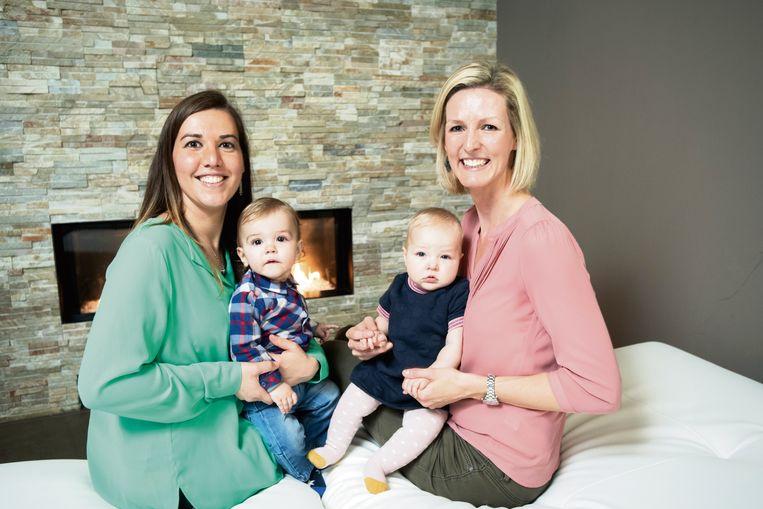Evelien en Veerle met hun kinderen Xander en Liv.