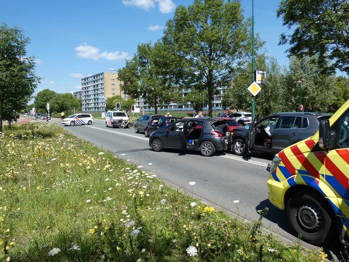 Vijf auto's kwamen met elkaar in botsing in Veenendaal.