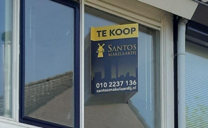 Een aantal omwonenden van de te koop staande woning in 's-Gravendeel wil liever geen buitenlanders als buren.