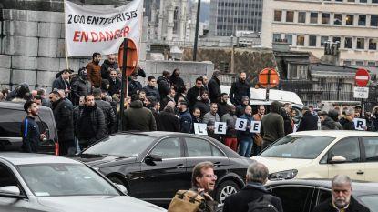 Uber-chauffeurs zetten Poelaertplein vol wagens bij betoging