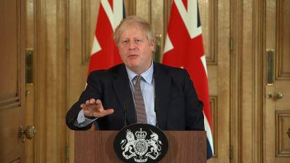 """Boris Johnson begin maart: """"Ik blijf iedereen hand geven, ook coronapatiënten"""""""
