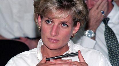 """Nieuwe docu over prinses Diana vertelt over ongelukkig huwelijk en zelfmoordpogingen: """"Harry en William hebben het hier heel moeilijk mee"""""""