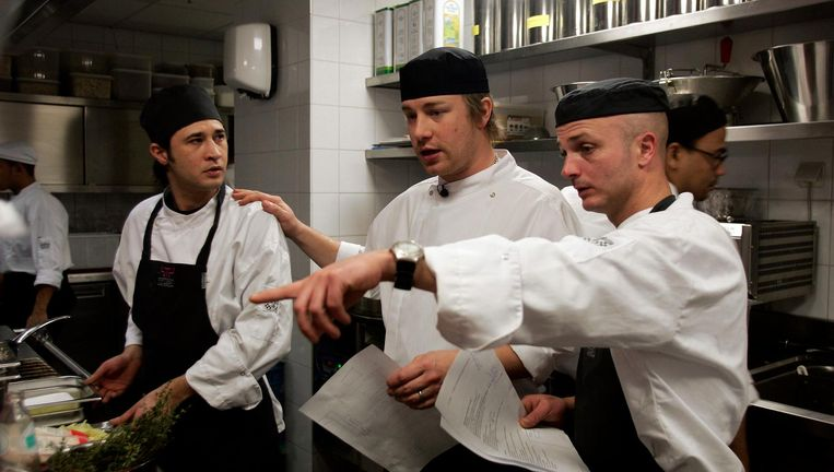 Chef-kok Jamie Oliver (midden) bij de opening van Fifteen Amsterdam, december 2014. Beeld Getty Images