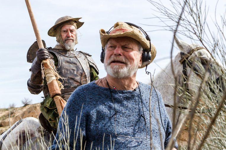 Regisseur Terry Gilliam met acteur Jonathan Pryce bij de opnamen in 2017.  Beeld Diego Lopez Calvin