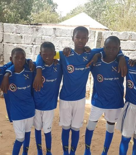 Jongensteam in Gambia blij met tenues van HVV Hengelo