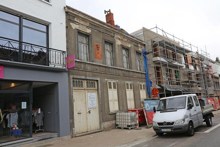 De beschermde woning met drukkerij van Maurits Sacré in de Korte Ridderstraat staat al enkele jaren te verkommeren.