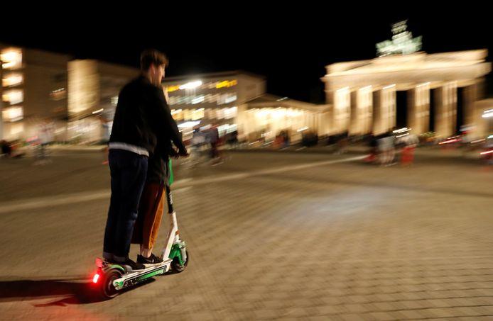 Un utilisateur de trottinette électrique à Berlin, en Allemagne.