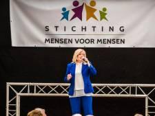 Corry Konings zingt voor bewoners Vriezenhof