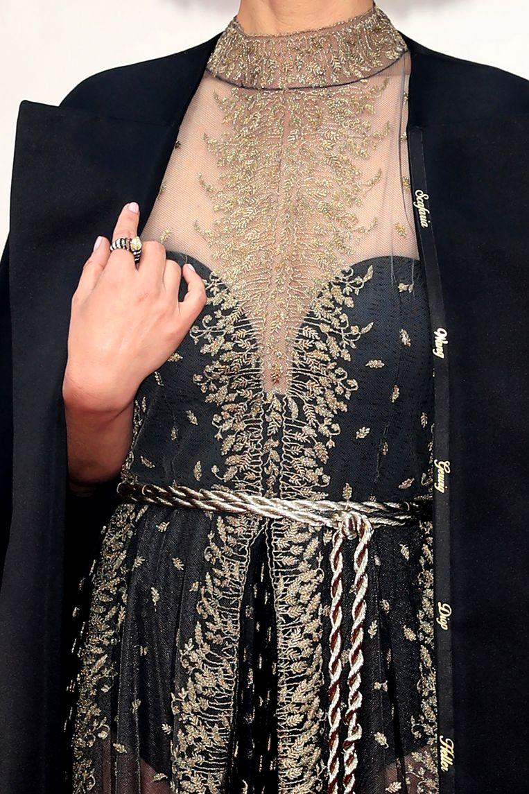 Portman liet de namen van alle vrouwelijke regisseurs die niet genomineerd waren op haar jas borduren.