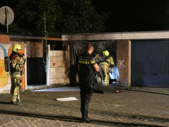 In de garagebox aan de Trompstraat is brand ontstaan.