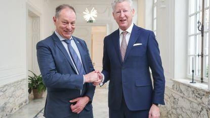 """De Crem legt eed af als burgemeester van Aalter: """"Ik kom zo snel mogelijk!"""""""