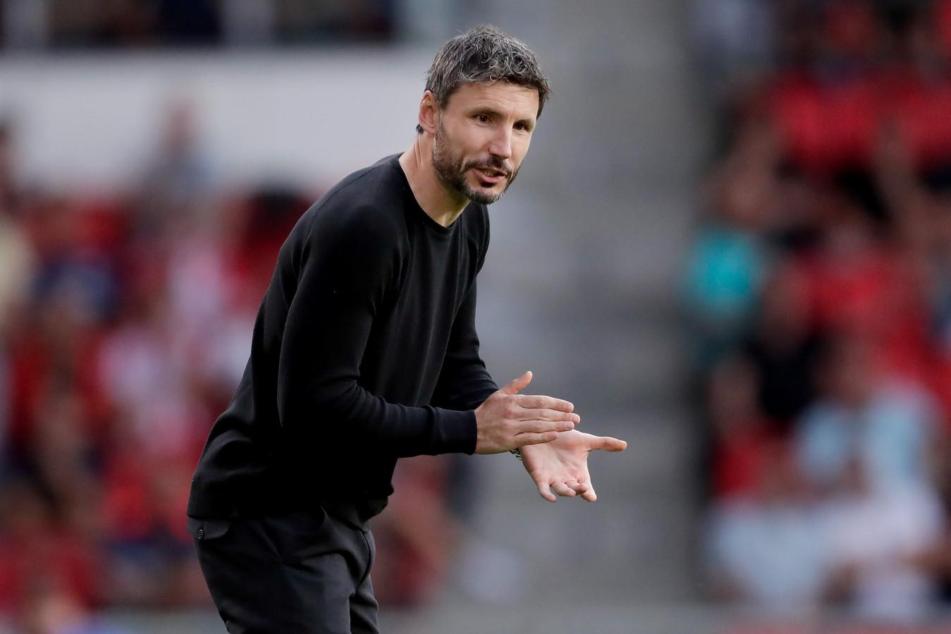 Mark van Bommel in actie tijdens PSV-ADO.