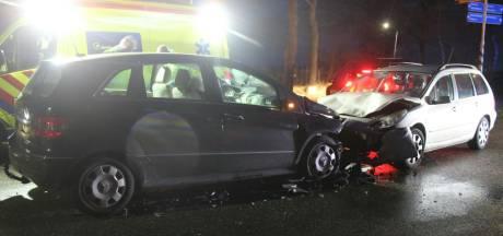 Vier personen naar ziekenhuis na frontale autobotsing in Haarle