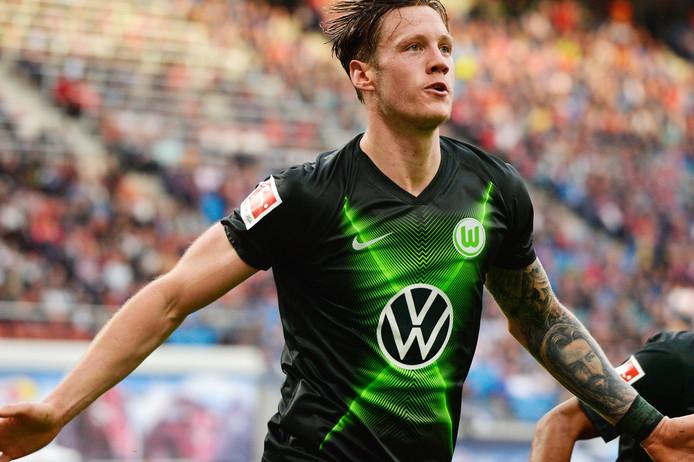Wout Weghorst juicht na de 1-1.