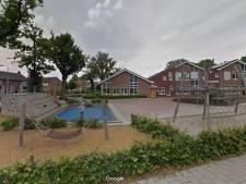 Wijkagent Heino baalt van puinhoop op schoolplein
