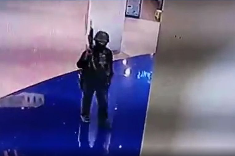 Veiligheidsdiensten schoten de man dood na een urenlange belegering van een winkelcentrum waar hij zich in de kelder had verschanst.