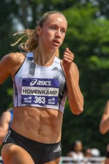 Atlete Eva Hovenkamp sjouwt nu met boomstammen in het bos